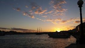 美好的日落需要多云天空 免版税图库摄影