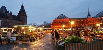 美好的早晨市场在Aschaffenbueg 免版税库存照片