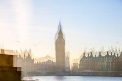 美好的早晨的多重曝光图象在威斯敏斯特桥梁的 伦敦英国 图库摄影