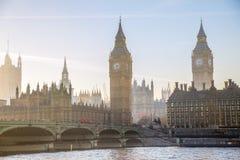 美好的早晨的多重曝光图象在威斯敏斯特桥梁的 伦敦英国 库存照片
