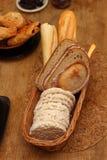 美好的早餐安排用早晨谷物,在棕色口气 免版税库存图片