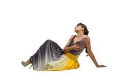美好的时装模特儿坐地板 免版税库存图片