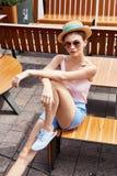 美好的时装模特儿深色的妇女夏天心情偶然collec 免版税库存图片