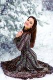 美好的森林女孩冬天 免版税库存照片