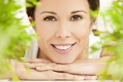 美好的概念健康自然微笑的妇女 免版税库存照片