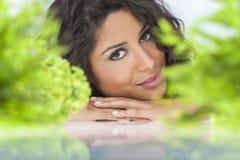 美好的概念健康自然微笑的妇女 免版税库存图片