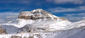 美好的横向山冬天 库存图片