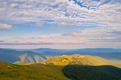美好的横向山夏天日出 日出 喀尔巴阡山脉 库存图片