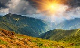 美好的横向山夏天日出 库存图片