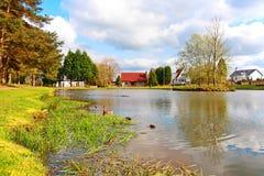 美好的横向池塘苏格兰春天 免版税库存图片