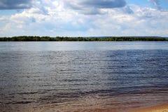 美好的横向河天空夏天 库存图片
