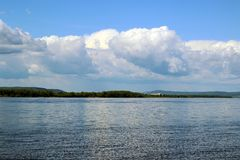 美好的横向河天空夏天 库存照片