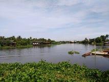 美好的横向河天空夏天 免版税图库摄影
