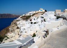 美好的横向视图在Oia城镇, Santorini 免版税库存照片