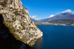 美好的横向 加尔达湖看法  库存照片