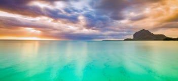 美好的横向 莫纳山惊人的看法日落的 毛里求斯 全景 免版税库存照片