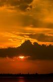 美好的橙色日落 免版税库存图片