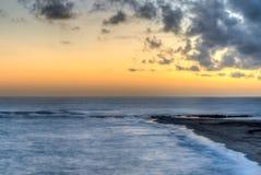 美好的橙色海洋日落 库存照片