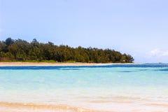 美好的毛里求斯海岸线和清楚的天空极限运动的 免版税库存照片