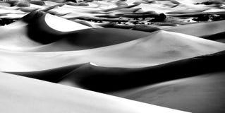 美好的沙丘形成在死亡谷加利福尼亚 库存照片