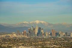 美好的洛杉矶街市都市风景的鸟瞰图与mt的 _ 图库摄影