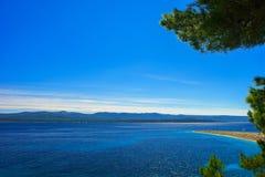 美好的海景在亚得里亚有Zlatni鼠海滩视图 库存照片