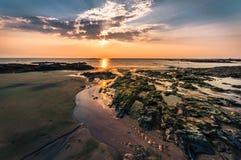 美好的海景 构成本质岩石海运日落 自然compositi 免版税库存图片