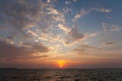 美好的海洋日落 免版税库存图片