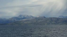 美好的海风景用爱奥尼亚海清楚的绿松石水  蓝色盐水湖海滩海岸, Kassiopi,科孚岛海岛,希腊 影视素材