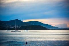美好的海风景,在的风船航行 库存图片