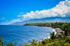 美好的海滩全景在巴厘岛 图库摄影