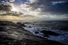 美好的海滩日出 免版税库存图片