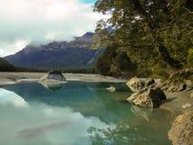 美好的湖反射在新西兰 免版税库存照片