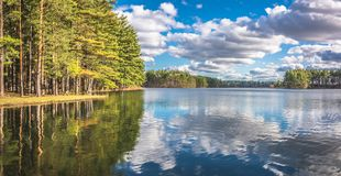 美好的湖反射 免版税库存图片
