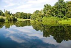 美好的湖视图 免版税库存图片