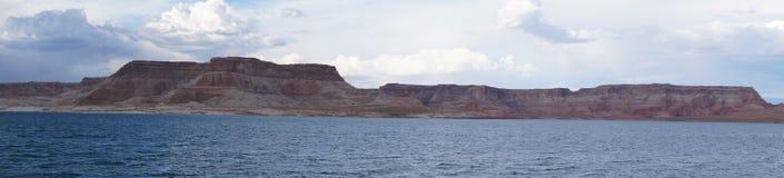 美好的湖鲍威尔全景 免版税库存图片