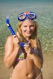 美好的潜水愉快的屏蔽夏天妇女 免版税图库摄影