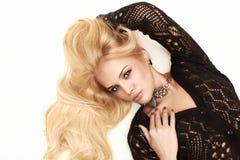 美好的激情白肤金发的妇女 免版税库存照片