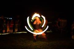 美好的火展示在晚上 免版税图库摄影