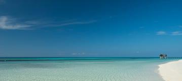 美好的热带海滩全景 库存图片