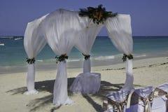 海滩婚礼 免版税图库摄影