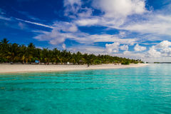 美好的热带海滩风景在马尔代夫 免版税库存照片