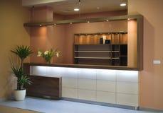美好的现代设计内部的厨房 库存图片