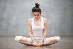 美好的瑜伽:一定的角度姿势 免版税库存照片
