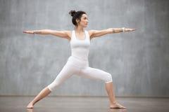 美好的瑜伽:战士两姿势 免版税库存图片