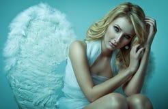 美好的白肤金发的天使 免版税库存图片