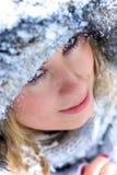 美好的白肤金发的纵向冬天 免版税库存照片