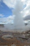 美好的看看火山口和Strokkur喷泉 免版税图库摄影