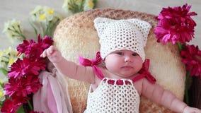 美好的矮小的新出生的婴孩哈欠 股票录像