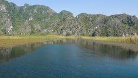 美好的石灰岩地区常见的地形风景,沼泽地风景看法  股票录像